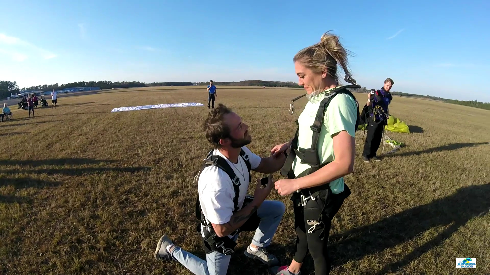 awesome engagement ideas jumping place skydiving center proposals